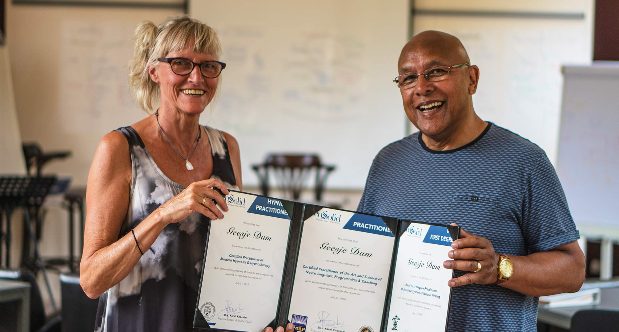 NLP Practitioner cursist ontvangt 3 internationaal erkende certificaten